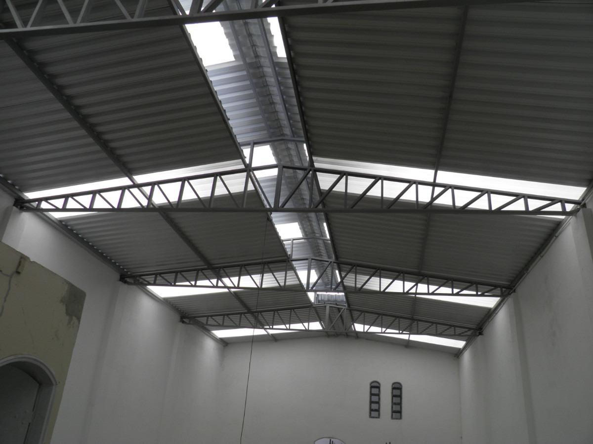 Galpão com telhas de aço galvanizado