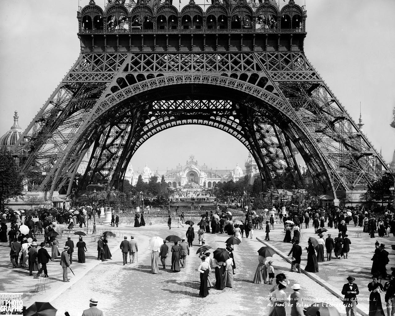 paris-tour-eiffel-exposition-1900